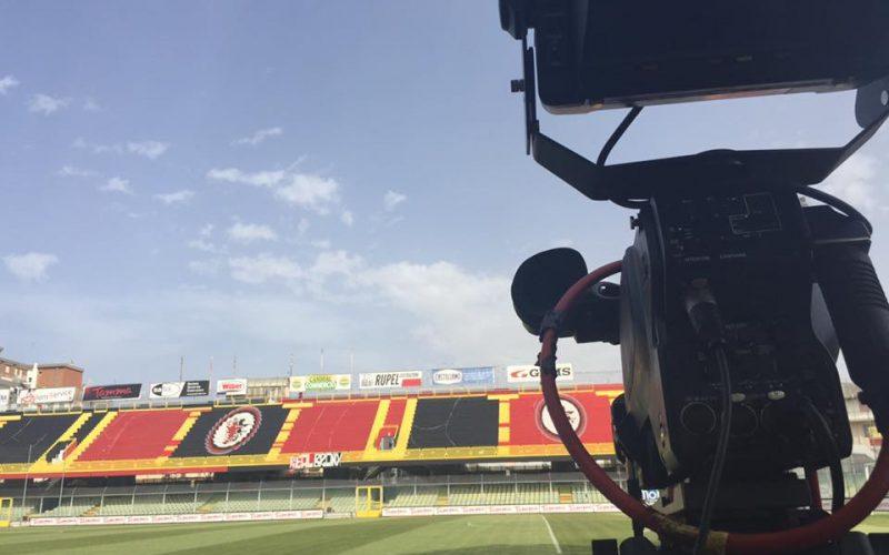 Foggia, è qui la festa: promozione in Serie B dopo 19 anni!