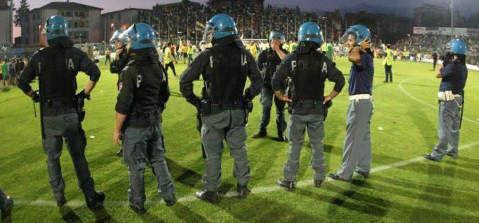 Aggredito pullman di tifosi della Juve. Indagati nove 'pseudo-tifosi' del Napoli