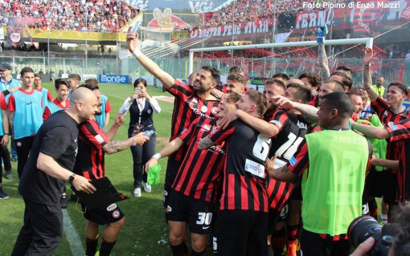 Delirio Foggia: dopo 19 anni torna in Serie B