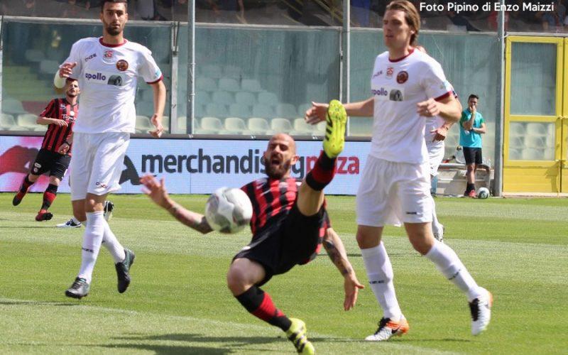 """Stroppa tende la mano a Mazzeo: """"Il centravanti titolare in serie B sarà lui"""""""