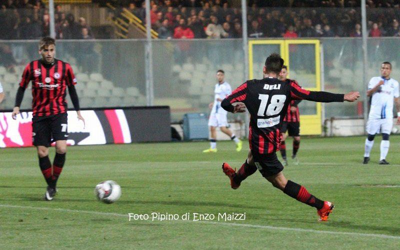 Verso Fondi-Foggia: c'è aria di festa per i rossoneri, out Deli