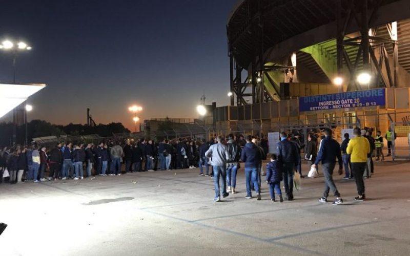 Napoli-Manchester City, la lunga notte del San Paolo. Code chilometriche all'esterno dello stadio