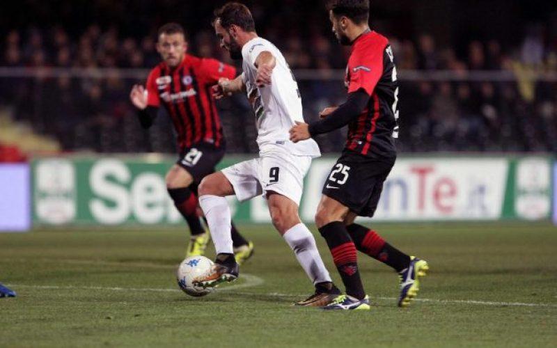 Serie B, il Venezia pareggia con Foggia. Poi schiaffoni tra presidenti