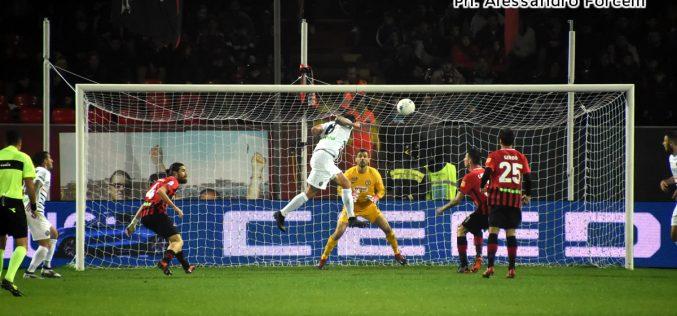 Il Foggia soffre di pareggite e non vince più: 1-1 contro il Venezia