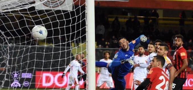 """Nell'inferno dello """"Zaccheria"""", è 1-1 tra Foggia e Benevento"""