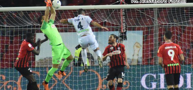 Un'autorete di Dermaku decide Foggia-Cosenza: è 1-0 rossonero