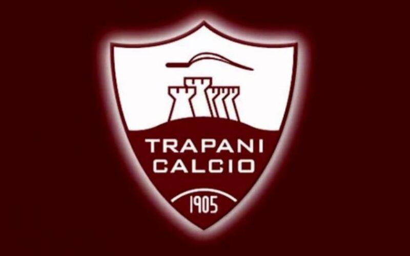 Trapani, i tifosi contestano la società con uno striscione a Villa Margherita