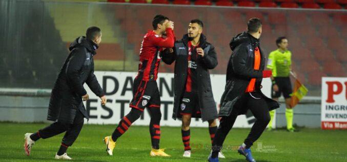 Un gran gol di Dell'Agnello salva il risultato: con la Juve Stabia dell'ex Padalino termina 1-1