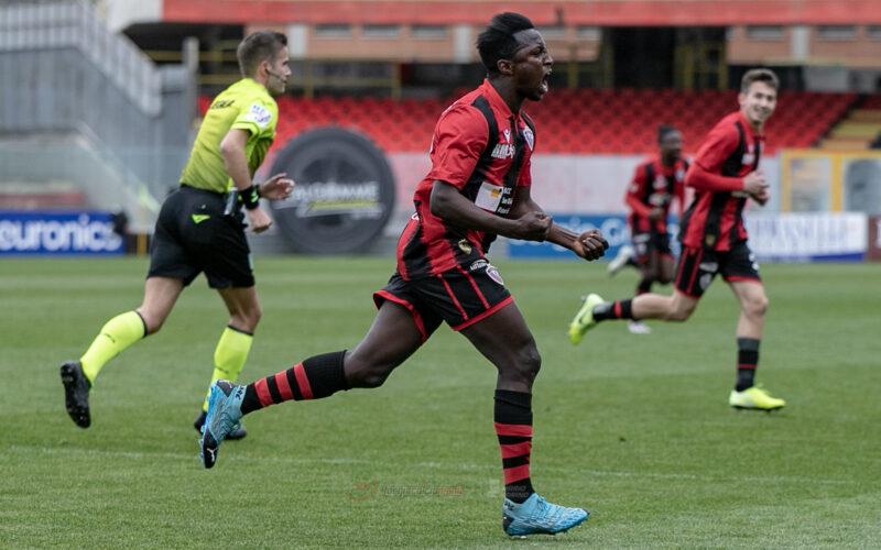 Il Foggia soffre, gioca, lotta e vince il primo turno playoff. Catania travolto 1-3