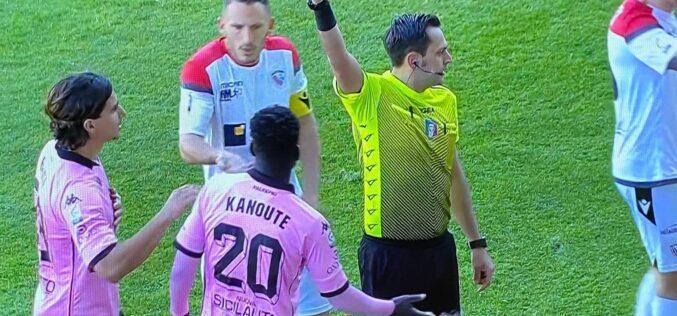Una percussione di Floriano e un tiro rasoterra di Valente puniscono il Foggia. Il Palermo vince 1-0