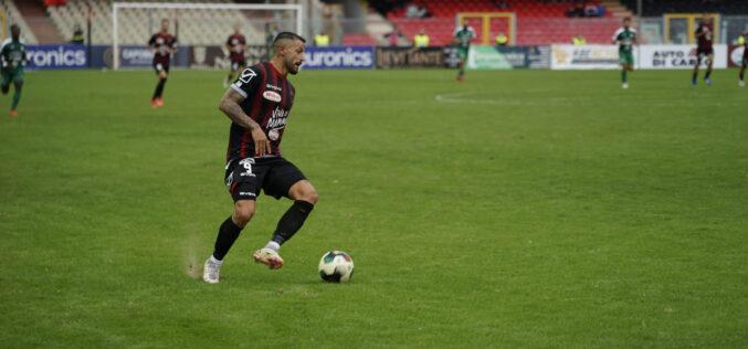 Prima Maita, poi una sassata di Ferrante: il derby d'Apulia finisce 1-1